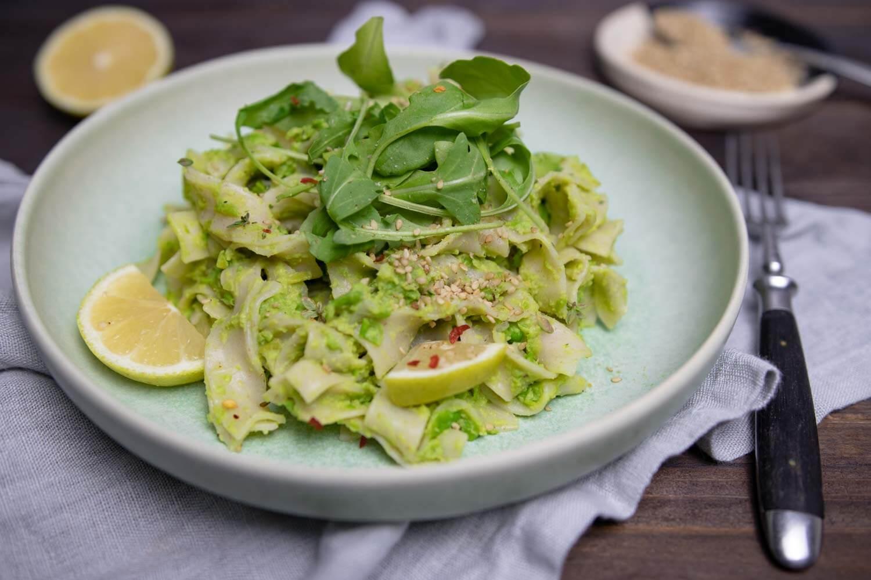 Pasta mit veganem Pesto aus Erbsen