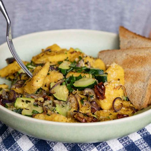 Polenta Scramble - veganes Frühstück