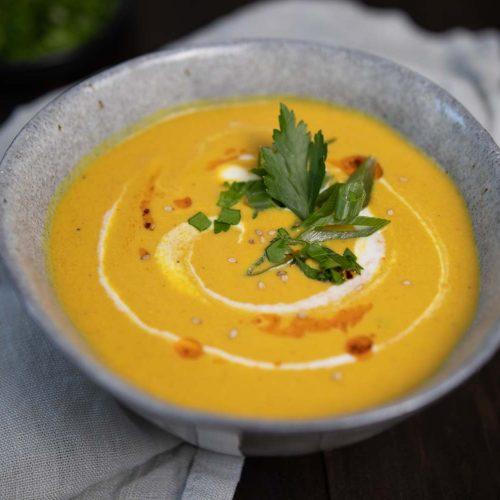 Cremige Karotten-Linsen-Suppe mit Kokosmilch