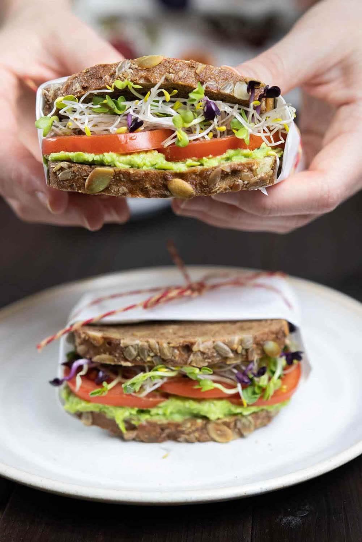 Gesunde Sandwiches mit Erbsen-Hummus